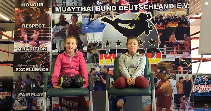 Zwei junge Mädels die Muaythai als ihren Sport entdeckt haben zum Thema Lockdown